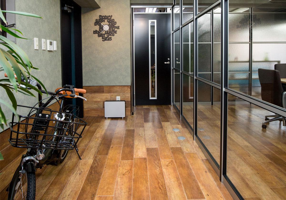 床貼替えで見慣れたオフィスのイメージを一新